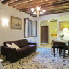 3-bedroom Apartment Venezia Dorsoduro with kitchen for 6 persons
