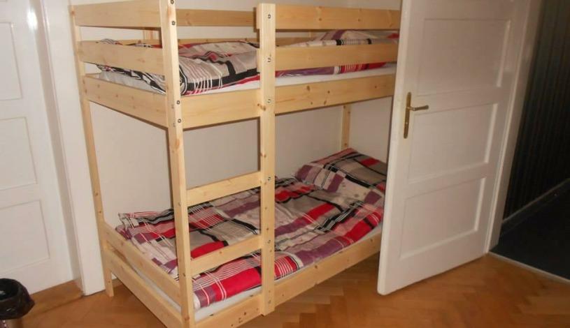 Hostel Fontána Praha - Lůžko v osmilůžkovém pokoji