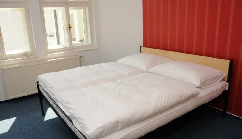 Hostel Miles Praha - 1 LŮŽKO V DVOULŮŽKOVÉM POKOJI - NUTNÉ OBJEDNAT OBĚ LŮŽKA
