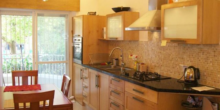 2-bedroom Jerusalem with kitchen for 7 persons