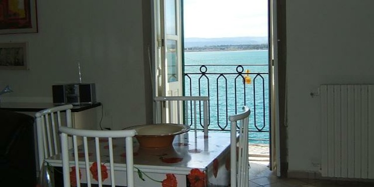 2-bedroom Siracusa Ortigia with kitchen for 3 persons