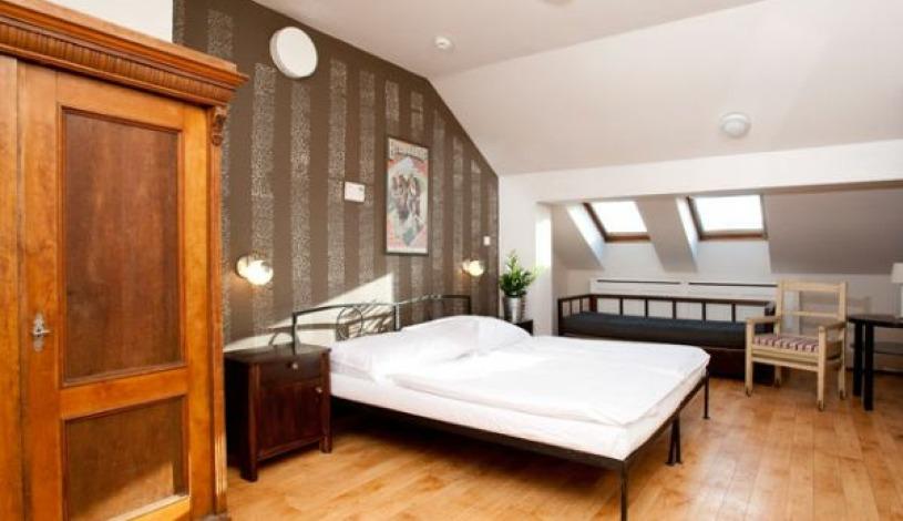 Hostel Sir Toby`s Praha - Zimmer für 4 Personen mit Privatbad