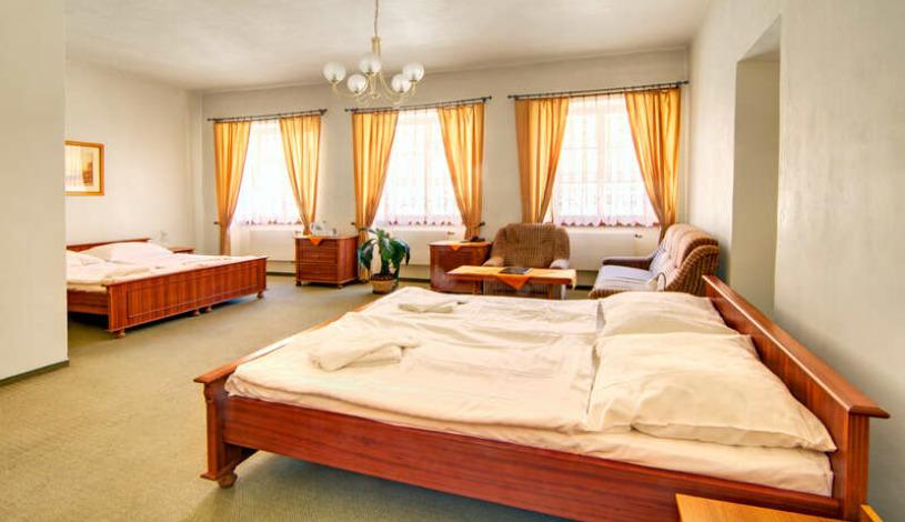 Hostel Little Quarter Hotel Prag Praha - Dreibettzimmer, Vierbettzimmer